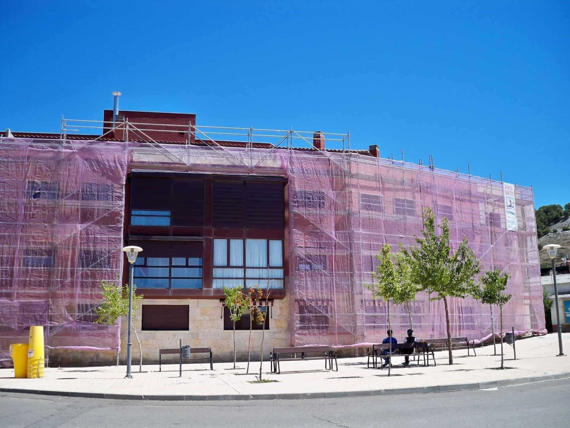 alquiler-andamio-limpieza-fachada