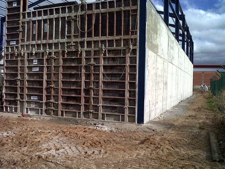 alquiler-encofrado-muro-serrada